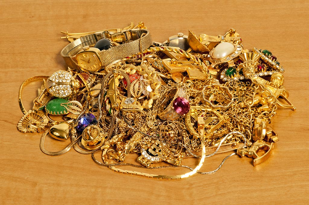 Pile Of Gold Jewelry On Counter Tecumseh Gold Exchange
